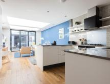 The Navy Court - Scandinavian Inspired 4BDR Home, Oxford