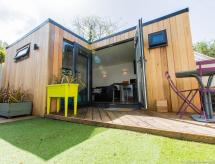 Newly refurbished garden studio close to the beach, Hove