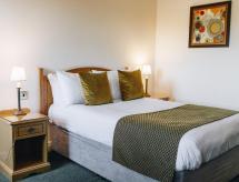Hunters Lodge Hotel, Crewe