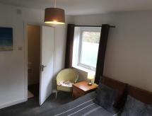 Private Guest Room with Sitting Room, Almondbury