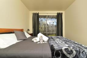 Queen Room with Shared Bathroom, Tombstone Backpackers