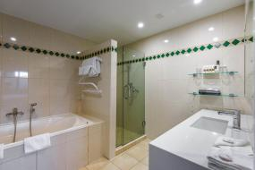 One-Bedroom Suite, Chateau On The Park - Christchurch, A Doubletree By Hilton