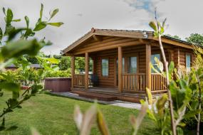 Luxury Log Cabin 30, Little Eden Country Park, Bridlington with Private Hot Tubs Available