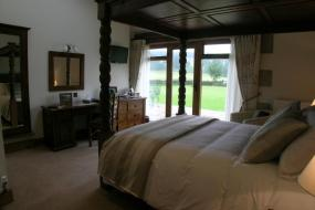 Double Room with Four Poster Bed - Ground Floor, Green Grove Country House