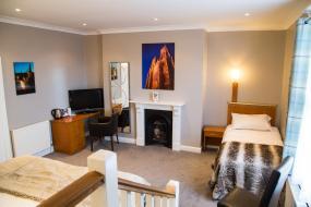 Triple Room, Hedley House Hotel