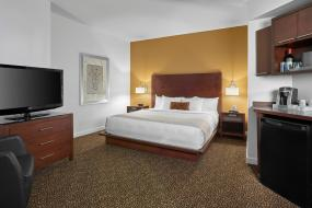King Room with Balcony, Metterra Hotel on Whyte