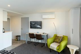Queen Room - Disability Access, 2 on Whiteleigh Motel