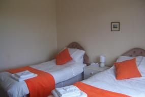 Standard Twin Room with Shared Bathroom, Riverside Cottage