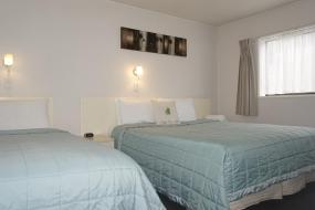 One-Bedroom Twin Apartment, Ashleigh Court Motel
