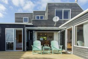 Three-Bedroom House, CHESTER COTTAGE - BEACHFRONT LUXURY