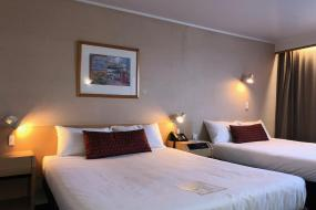 Economy Twin Room with Two Queen Beds, Naumi Auckland Airport Hotel
