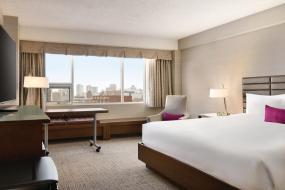 Coast King Room, Coast Edmonton Plaza Hotel by APA