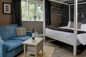 Double or Twin Room with River View, Beck Hall