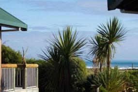 Chalet with Spa Bath - Beach Front, Shining Star Beachfront Accommodation