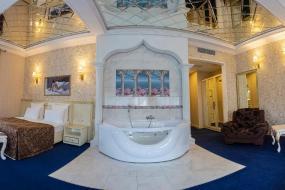 Люкс с гидромассажной ванной, Голден Плаза