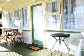 Queen Room, Featherston Motels And Camping