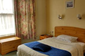 Annex Double Room with Ensuite Bathroom, River Hotel