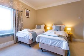 Twin Room with Shower, The Wheatsheaf Hotel