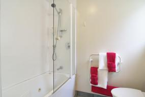 Two-Bedroom Apartment (5 Adults), Apollo Motel