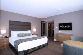 Corporate King Room with Kitchenette, Sandman Hotel Calgary City Centre