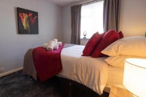 Double Room with Shared Bathroom, Rivermead Lodge