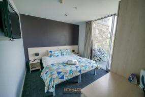 King Room with Private Bathroom, Nomads Queenstown Backpackers