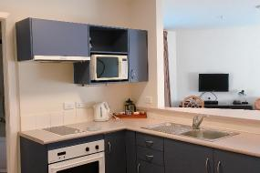 One-Bedroom Apartment with Spa Bath, City of Sails Motel