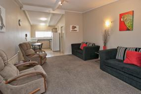 Two-Bedroom Apartment, Sport Of Kings Motel