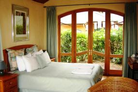 King Suite with Ocean View, Earthsong Lodge