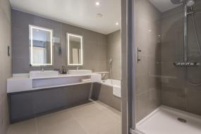 Junior Suite with 1 Queen Size Bed and 1 Convertible Double Sofa, Novotel York Centre