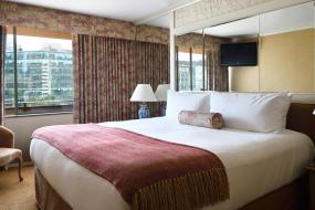 Deluxe One-Bedroom Suite, Wedgewood Hotel & Spa - Relais & Chateaux