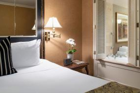 Deluxe Suite - Jacuzzi, Wedgewood Hotel & Spa - Relais & Chateaux