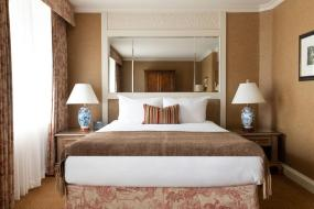 Executive Queen Room, Wedgewood Hotel & Spa - Relais & Chateaux