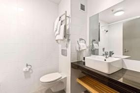 Deluxe Super King Room, Quality Hotel Elms