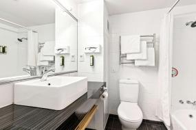 Superior Queen Room, Quality Hotel Elms