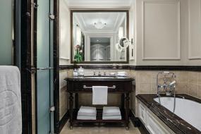 Deluxe Double Room , The Langham London