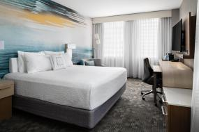 Large King Room, Courtyard by Marriott Edmonton Downtown