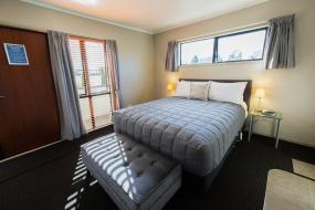 Premier One-Bedroom Suite with Spa Bath, Ashbrook Motel