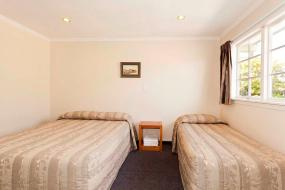 Three-Bedroom Apartment, Colonial Inn Motel