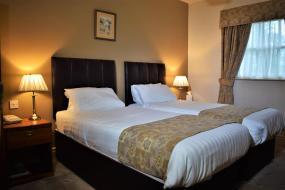 Standard Twin Room, Healds Hall Hotel