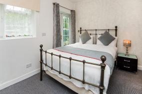 Deluxe Triple Room, OYO Vale Lodge