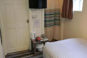 Budget Double Room, Spring Grove Tavern