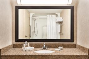 Deluxe King Room - Mobility Access/Non-Smoking, Royal Hotel West Edmonton, Trademark Collection by Wyndham