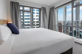 Two-Bedroom Apartment with City View, Auckland Harbour Suites