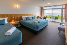 Oceanview Twin Room with King and Single beds, Beachfront Hotel Hokitika