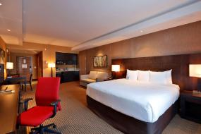 Business King Room, Radisson Hotel & Convention Center Edmonton