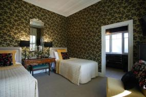 The Yellow Room, Eden Park Bed And Breakfast Inn