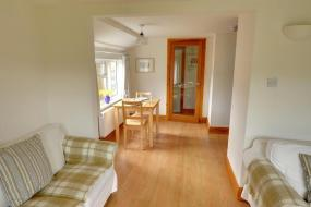 One-Bedroom Holiday Home, Wonderful Cottage on Winchelsea Beach with Central Heating