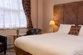 Standard Double Room, B/W Plus Kenwick Park Hotel
