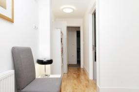 Two-Bedroom Apartment (6 Adults) Bardley Lane, Lets Holiday In London Greenwich